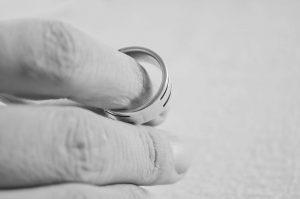 Sonderregelungen im Ehevertrag sind nur bedingt möglich, da sie sonst den Vertrag nichtig machen können.