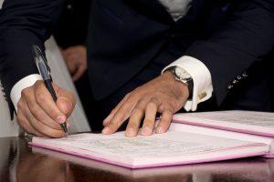 Wie kann man Fehler beim Ehevertrag vermeiden?