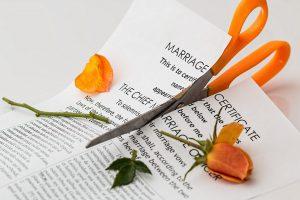 Die Einvernehmliche Scheidung spart Kosten und Zeit.
