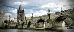 Die Karlsbrücke in Prag. Was man bei der Scheidung nach tschechischem Recht beachten sollte.