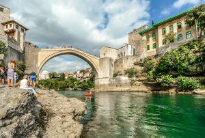 Mostar ist die größte Stadt der Herzegowina, dem südlichen Teil von Bosnien und Herzegowina und die 6. größte Stadt des Landes. Bei der Scheidung zwischen Deutschen und Bosnien-Herzegowinern sind einige Dinge zu beachten.