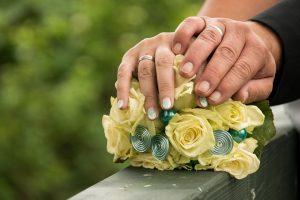 Ehevertrag für vermögende Ehepartner.