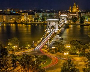Die Kettenbrücke in der ungarischen Landeshauptstadt Budapest.