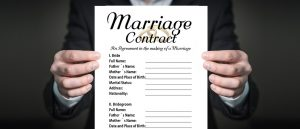 Wer darf den Ehevertrag aufsetzen? Ein Anwalt oder ein Notar?